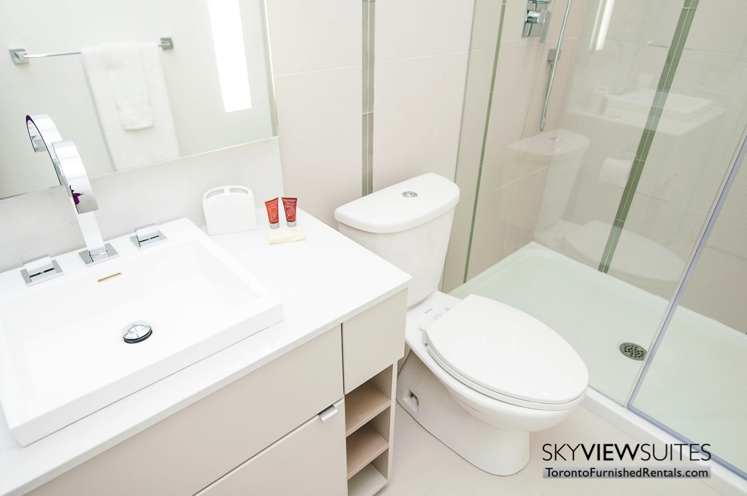 short-term-rentals-toronto-living-bathroom-financial-district