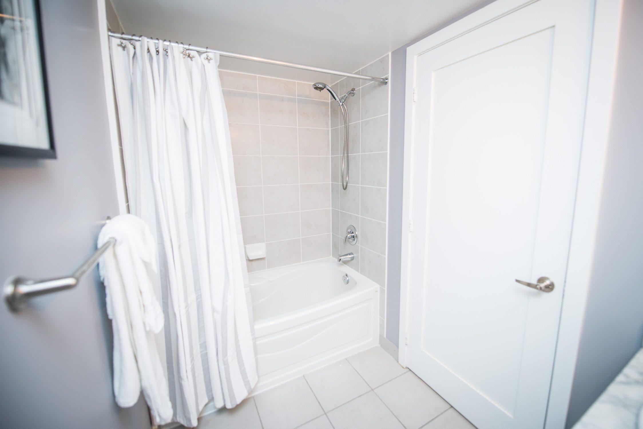 fully furnished bathroom in toronto