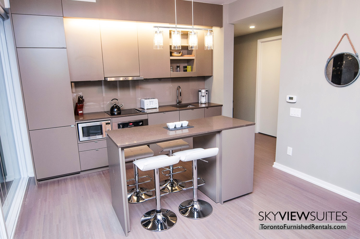 short-term-rentals-toronto-kitchen-financial-district