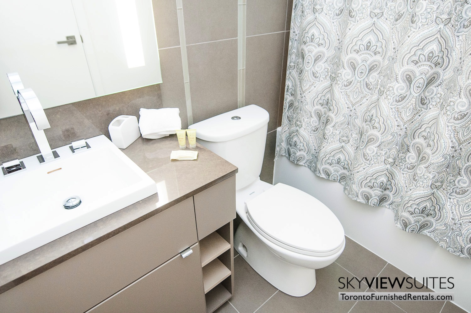 short-term-rentals-toronto-bathroom-financial-district