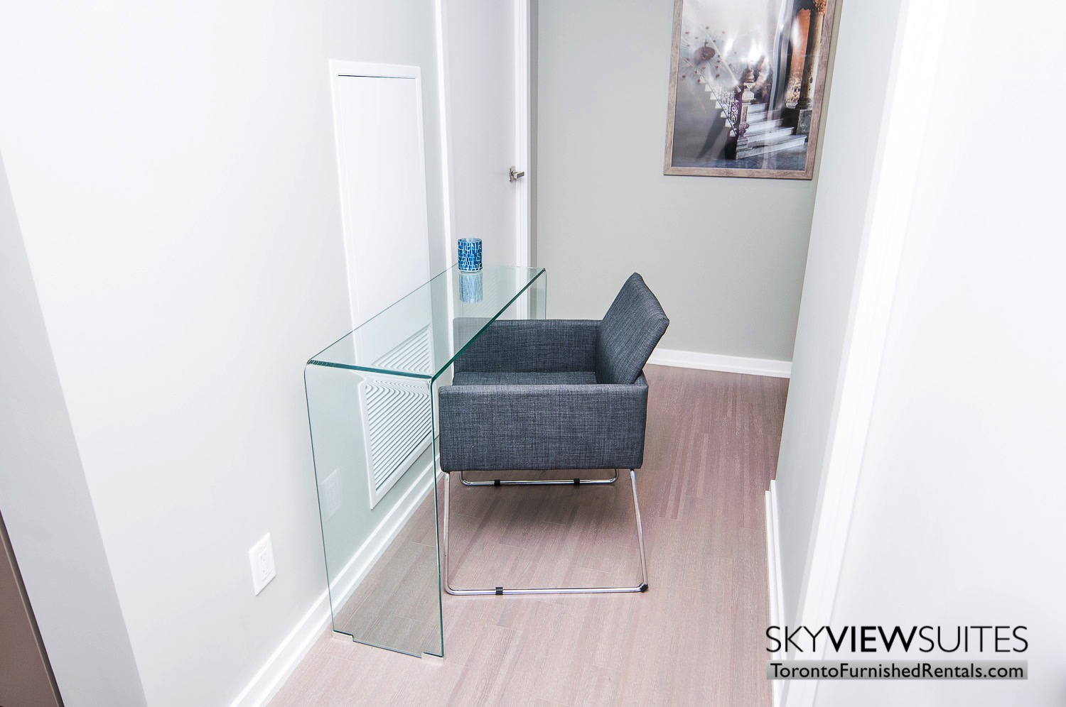 serviced apartments toronto near Roy Thompson Hall desk