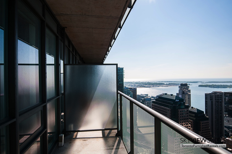 short-term-rentals-toronto-views-maple-leaf-square