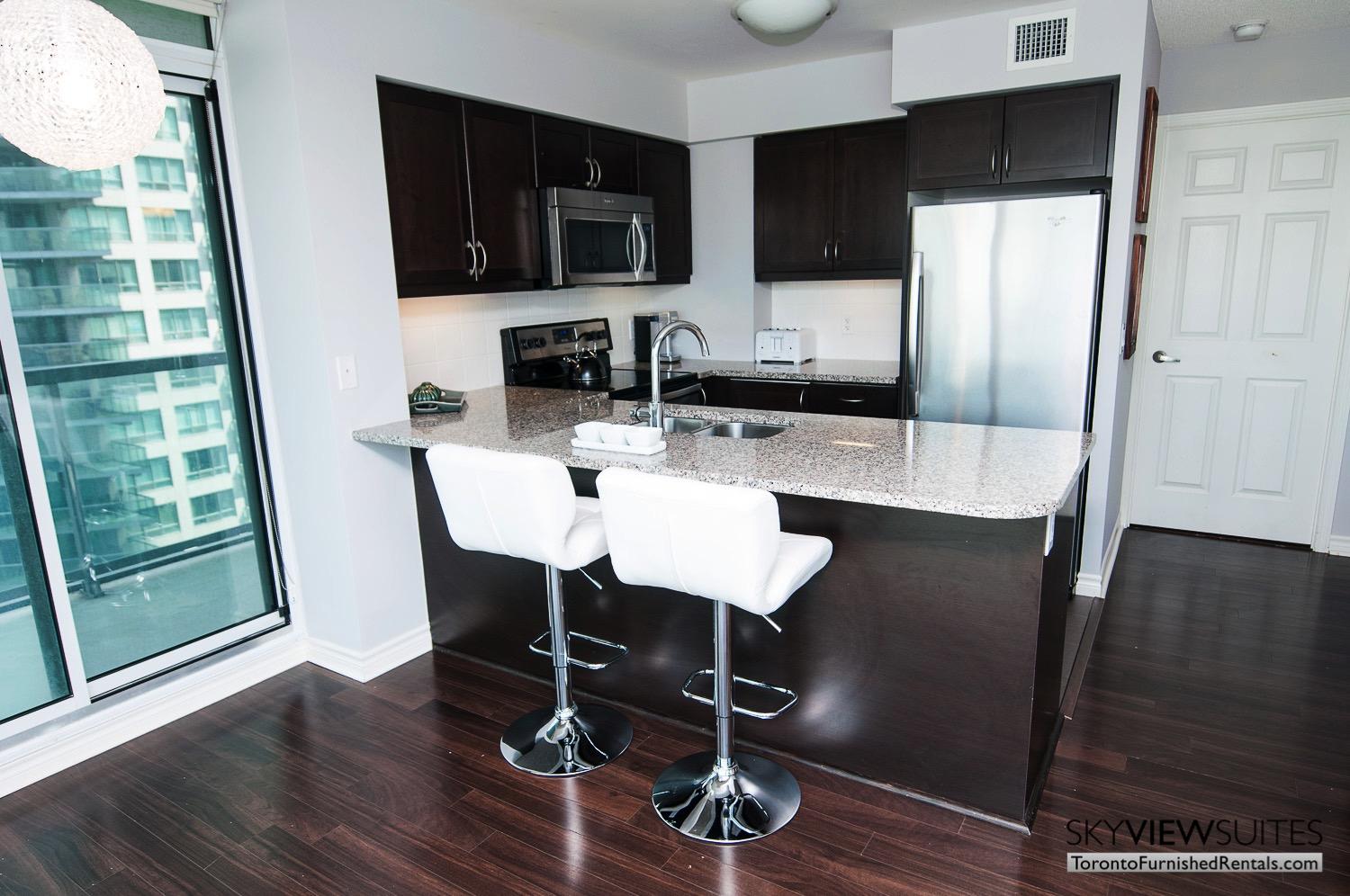 short-term-rentals-toronto-living-kitchen-entertainment-district
