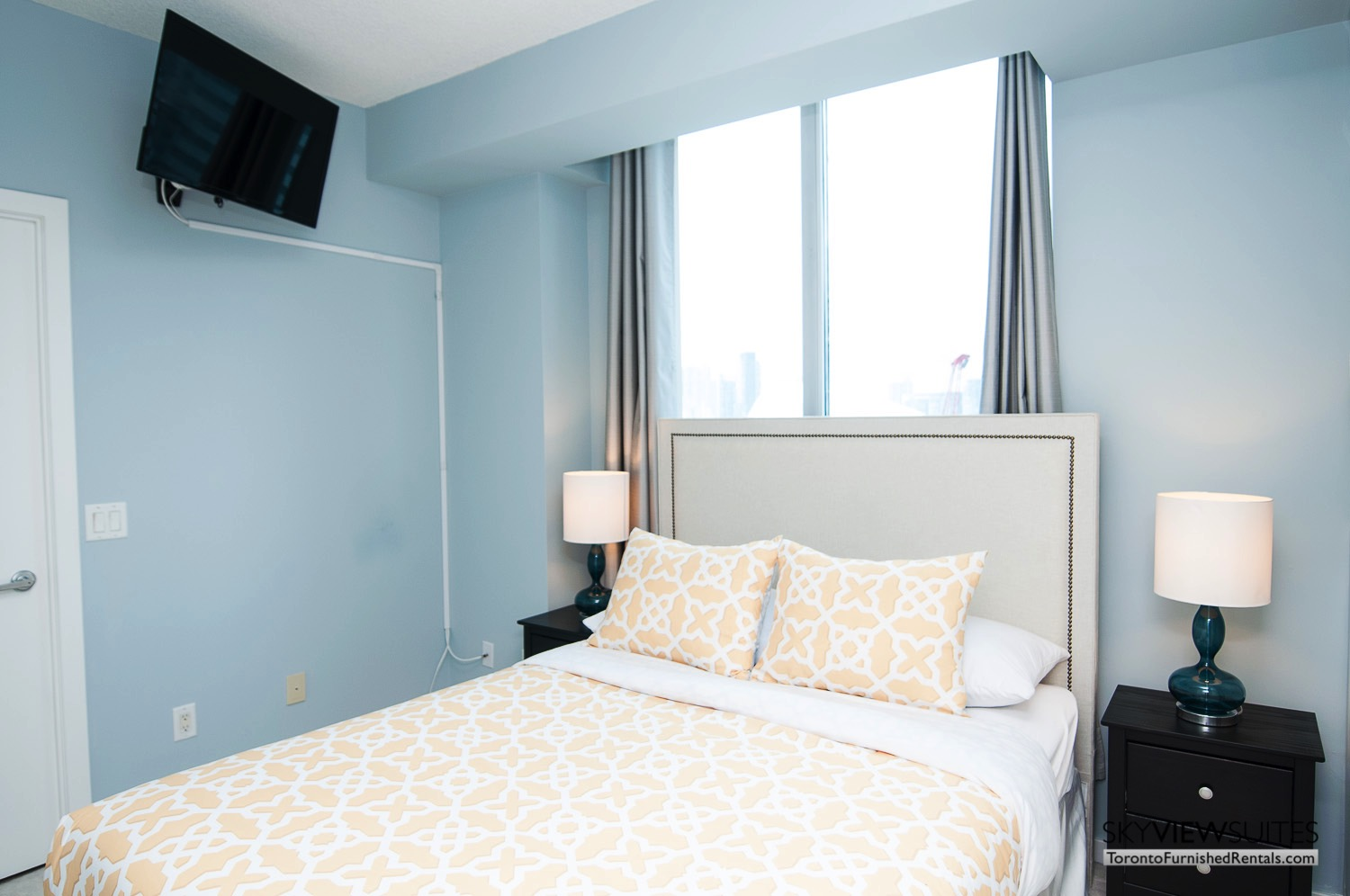 furnished-apartment- bedroom-waterfront