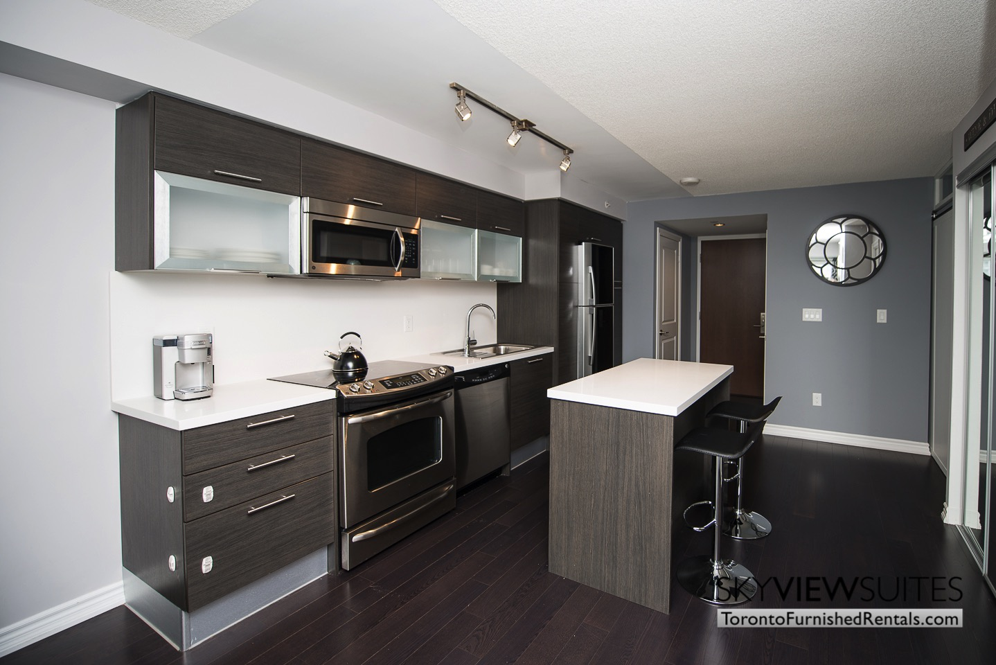 furnished-rentals-toronto-kitchen-college