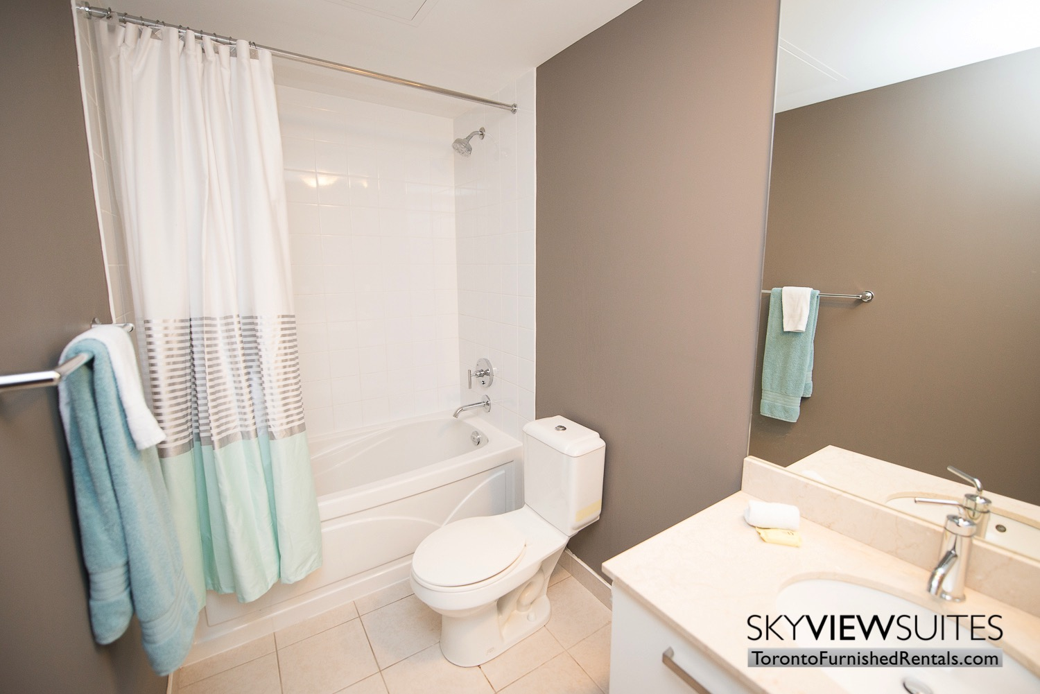 furnished-apartments-toronto-bathroom-bay-and-college