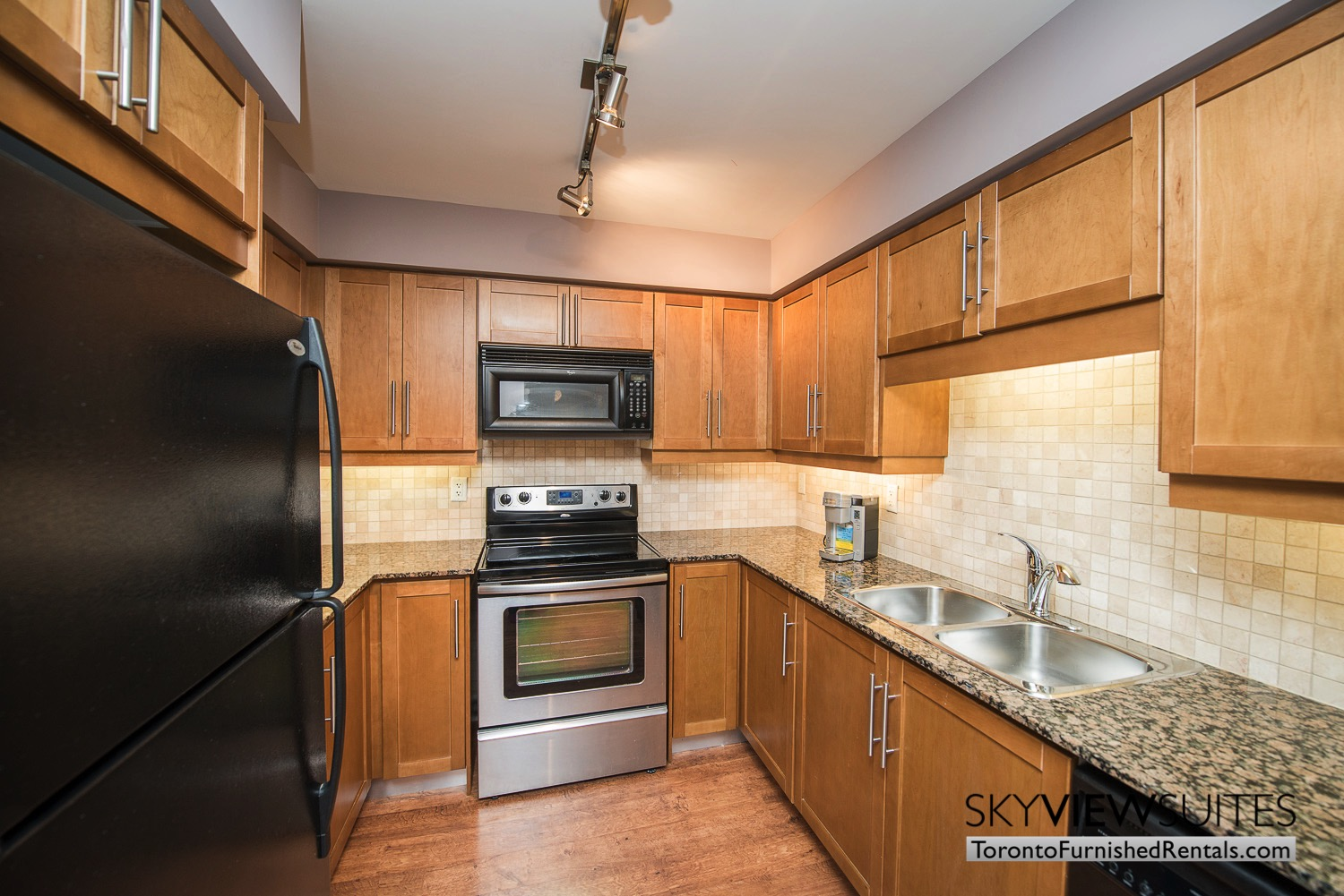 furnished-apartments-kitchen-entertainment-district