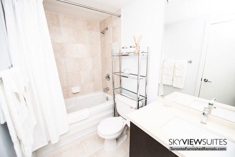 furnished-apartments-bathroom-fashion-district
