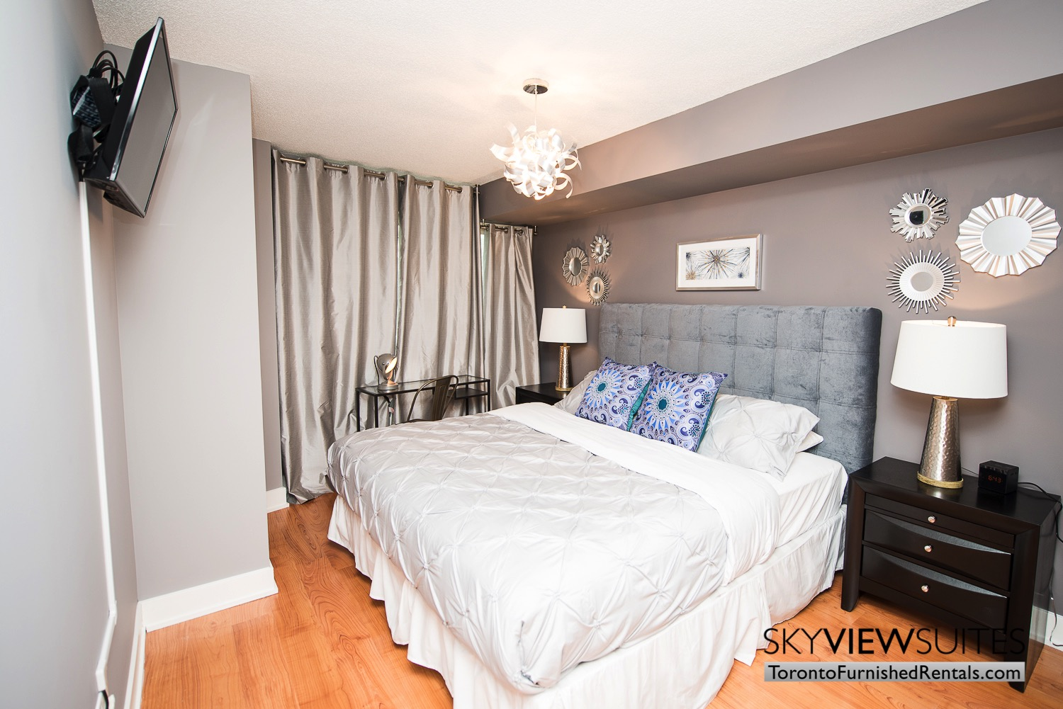 short-term-rentals-toronto-bedroom-entertainment-district