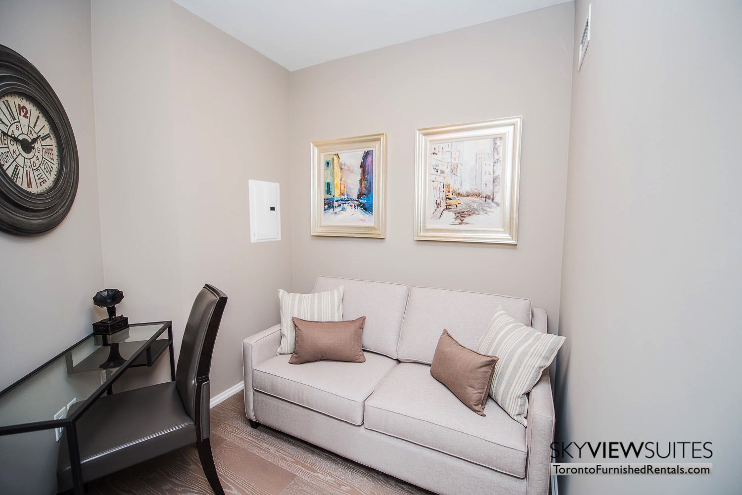 furnished-apartment- ktichen-waterfrontfurnished-apartment- ktichen-waterfrontfurnished-apartment- living-room-Yorkville