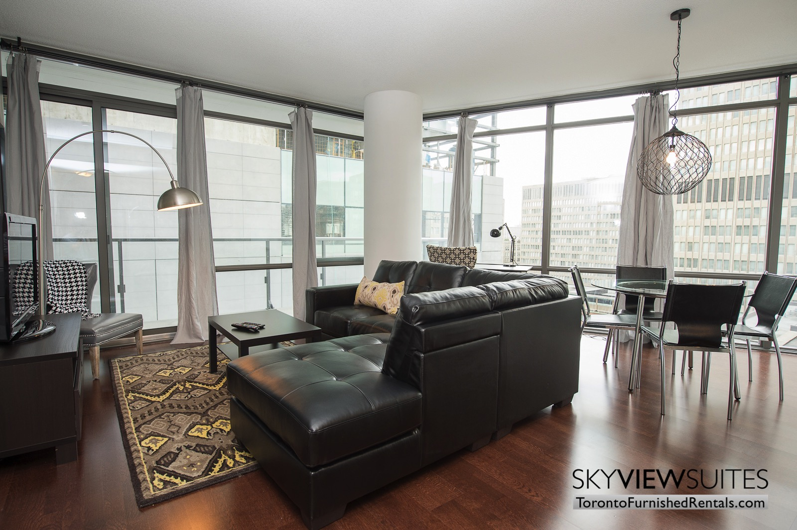 furnished-apartments-toronto-Living-room-bay-and-college