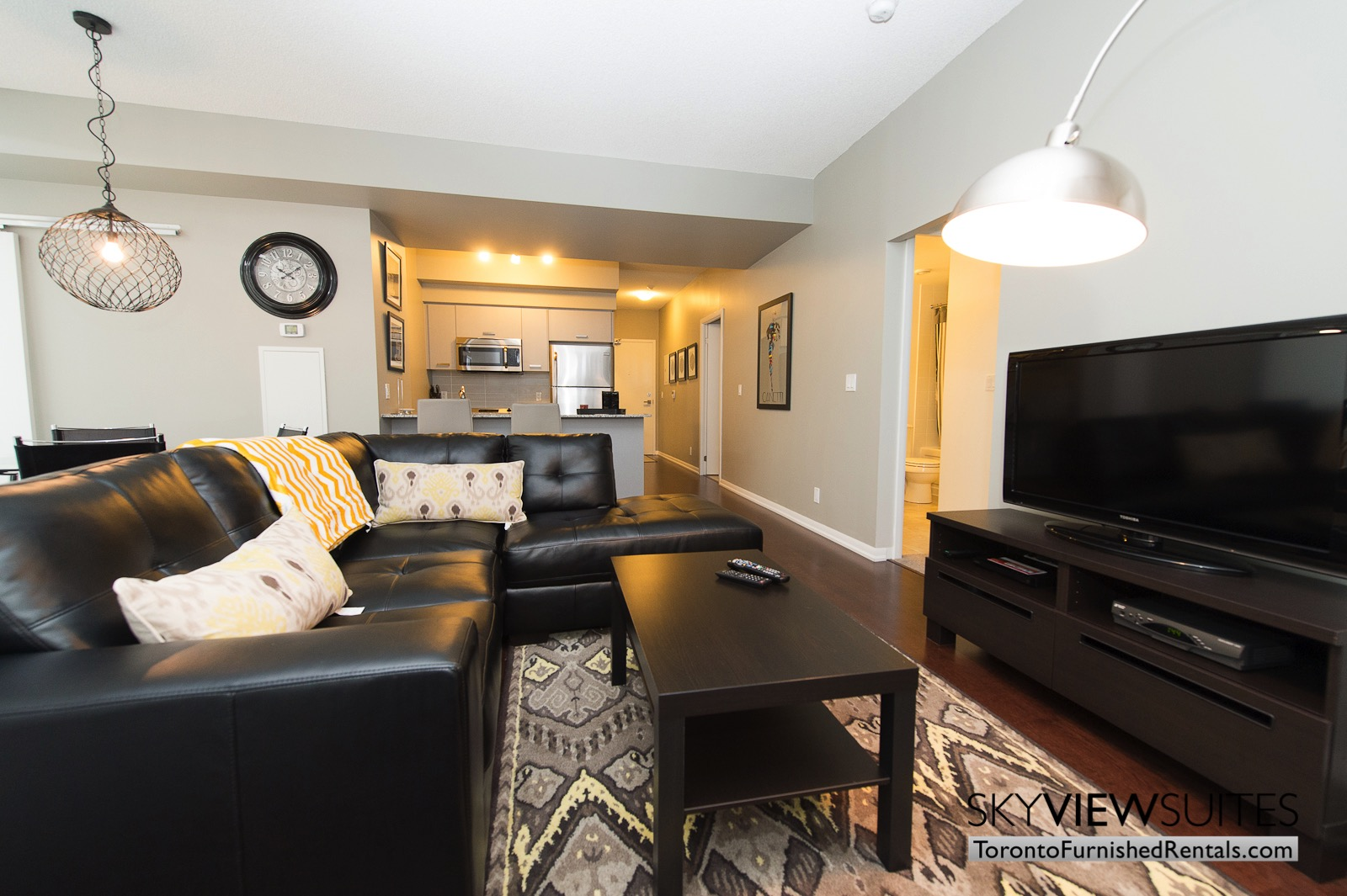 furnished-apartments-toronto-livingroom-bay-and-college
