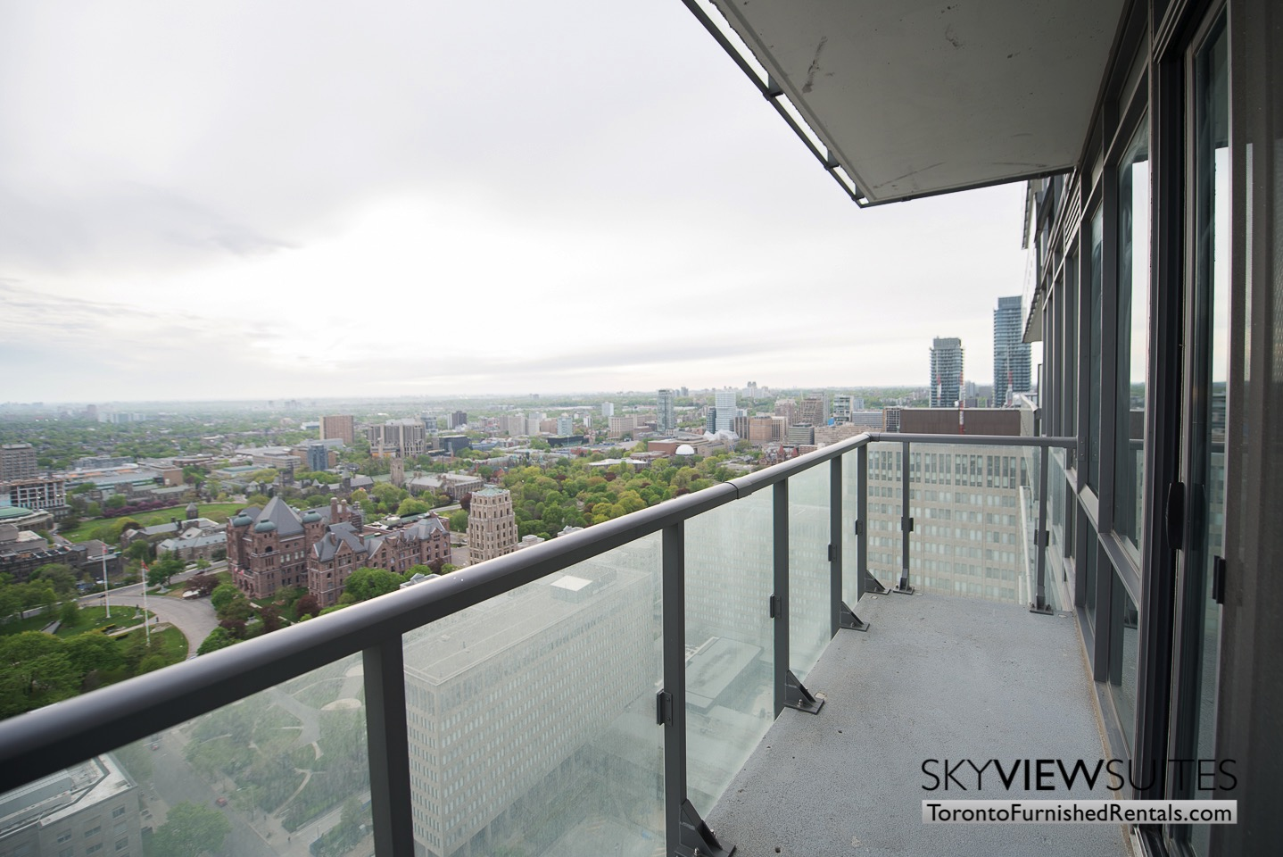 furnished-apartments-toronto-views-bay-and-college