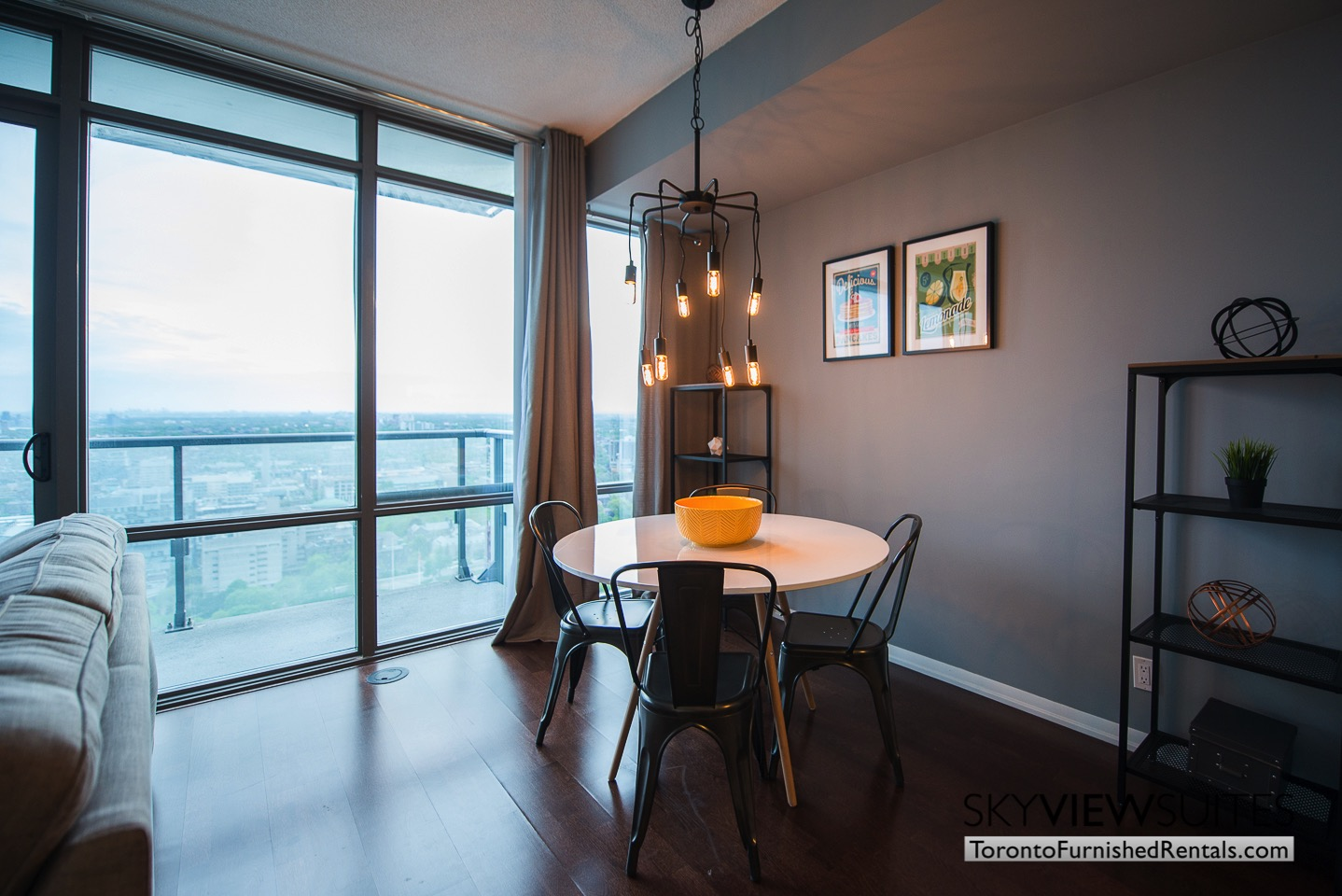 furnished-apartments-toronto-dining-bay-and-college