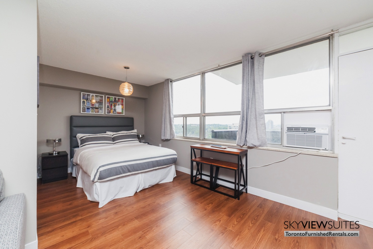 short-term-rentals-toronto-bedroom-davisville