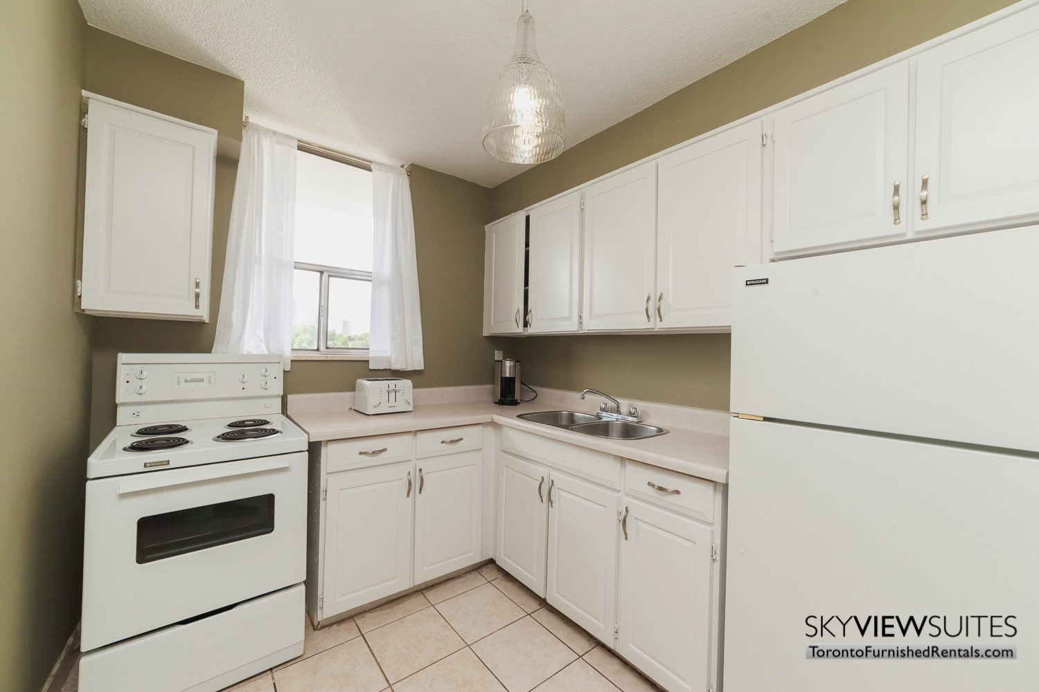 short-term-rentals-toronto-kitchen-davisville
