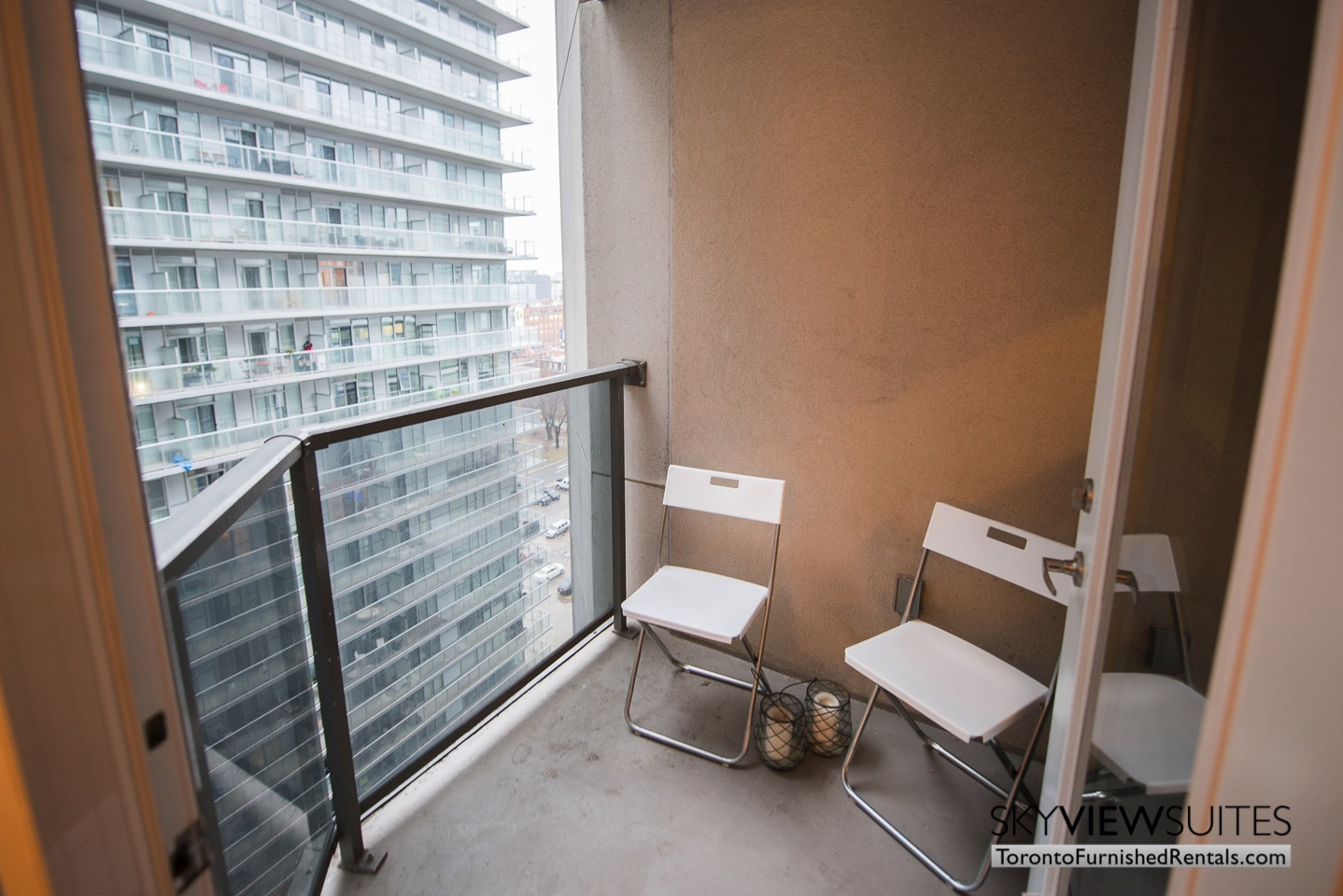 short-term-rentals-toronto-balcony-entertainment-district