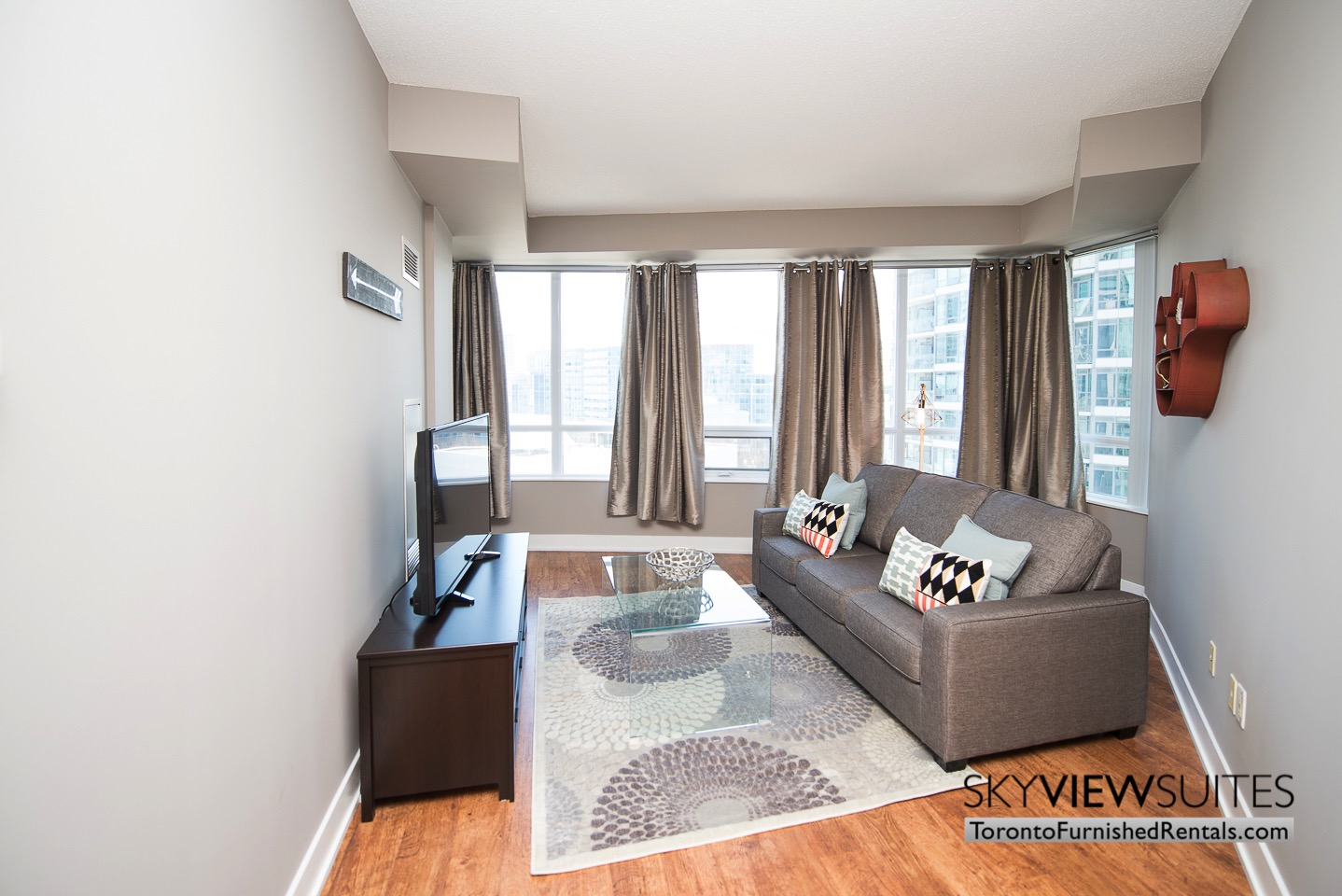 short-term-rentals-toronto-living-room-entertainment-district