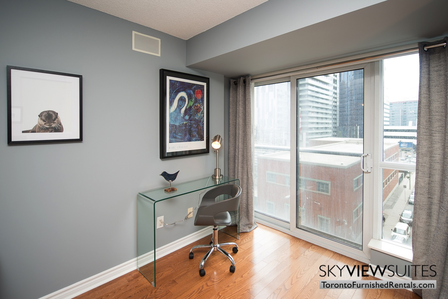 Wellington and Blue Jays Way executive rentals toronto desk