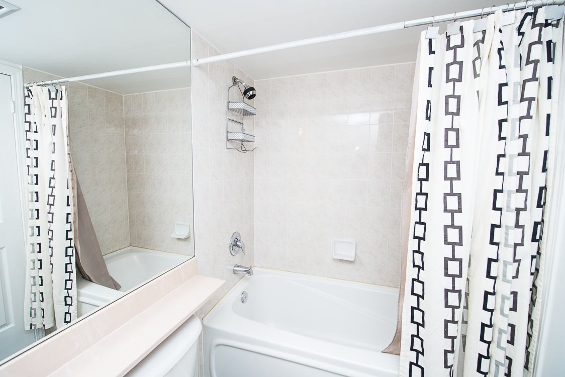 Adelaide & Sherbourne executive rentals toronto bathroom tub and mirror