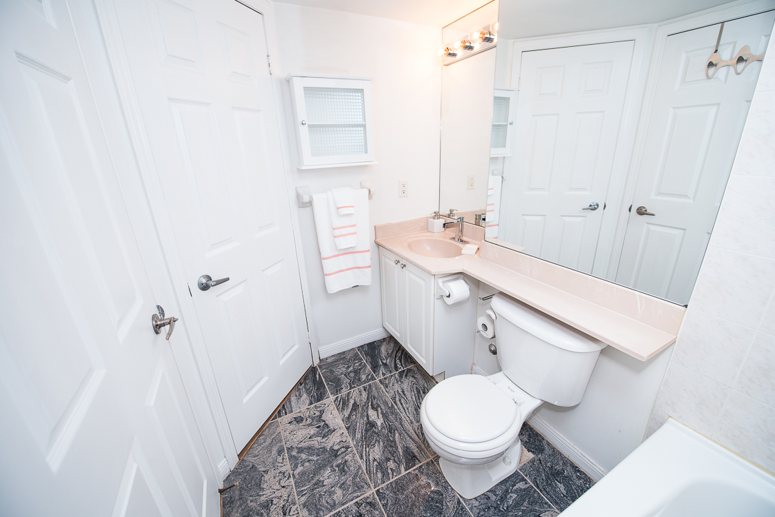 Adelaide & Sherbourne executive rentals toronto bathroom