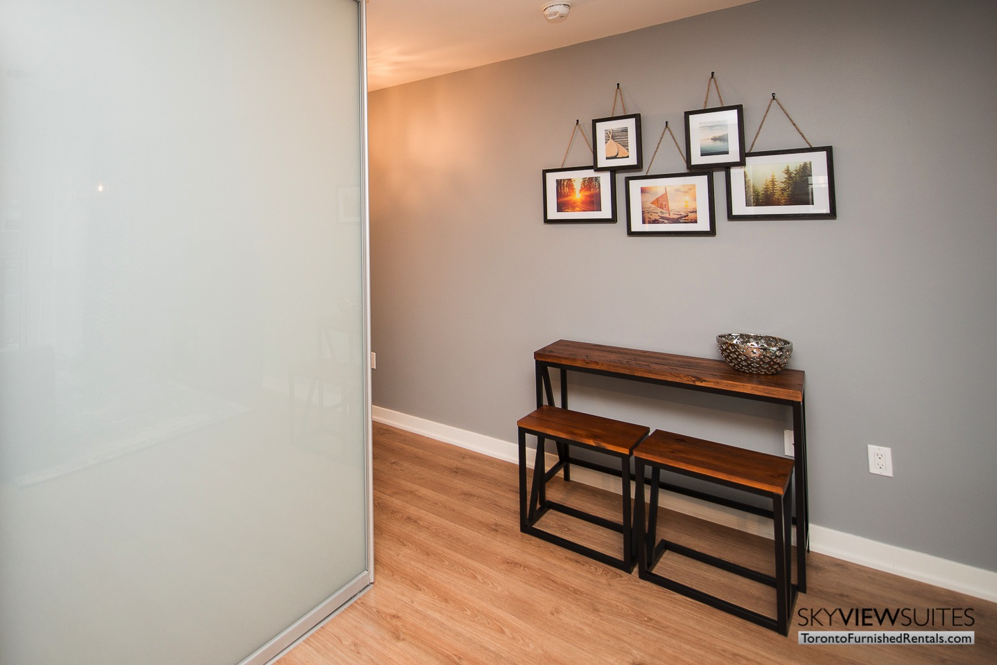 furnished-apartments-living-room-King-west