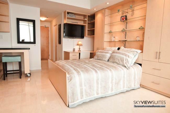 short-term-rentals-toronto-bedroom-maple-leaf-square