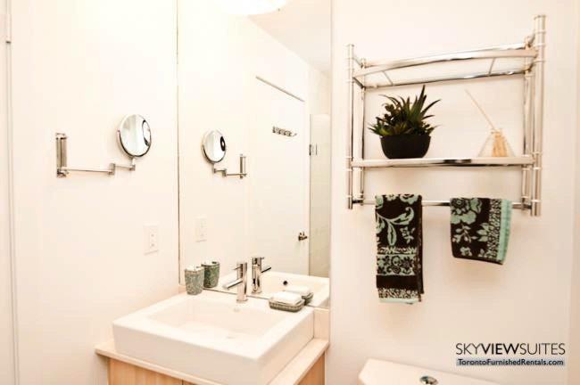 short-term-rentals-toronto-bathroom-maple-leaf-square