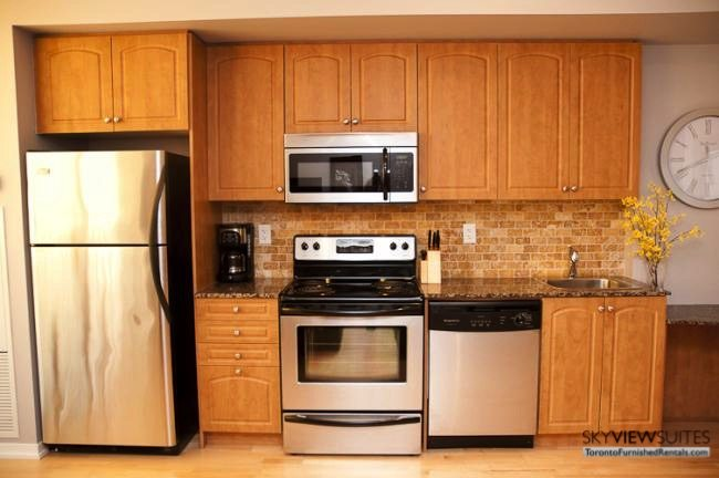 short-term-rentals-toronto-kitchen-maple-leaf-square