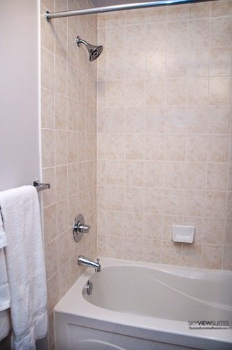short-term-rentals-toronto-bathroom-maple-leaf-square