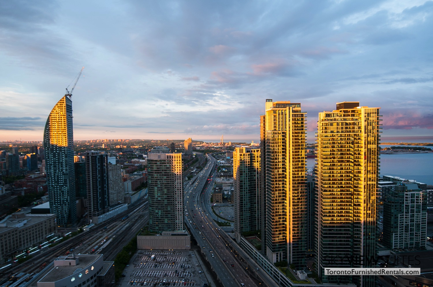 short-term-rentals-toronto-views-maple-leaf-square