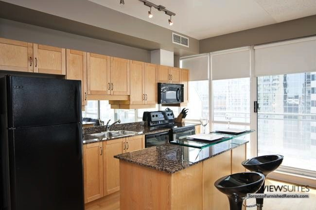 short-term-rentals-toronto-kitchen-yonge-dundas