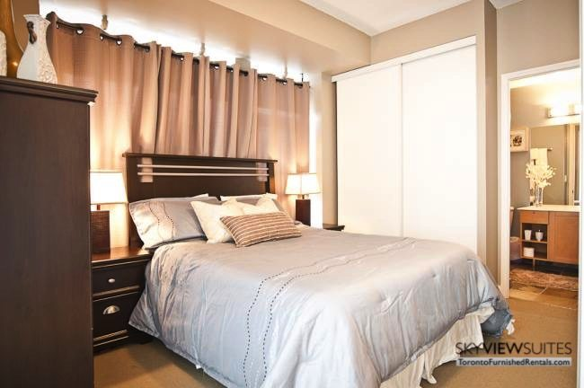 short-term-rentals-toronto-bedroom-yonge-dundas