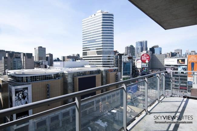 short-term-rentals-toronto-views-yonge-dundas