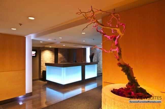 short-term-rentals-toronto-amenities-yonge-dundas