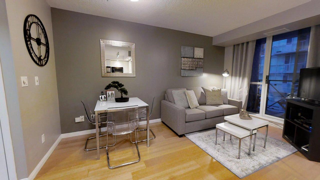 serviced apartments toronto University Plaza living room