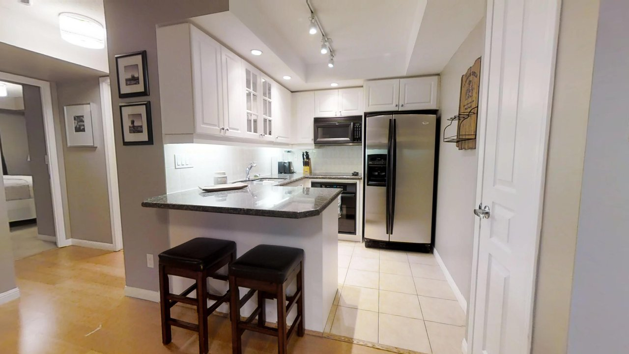 serviced apartments toronto University Plaza kitchen with counter and barstools