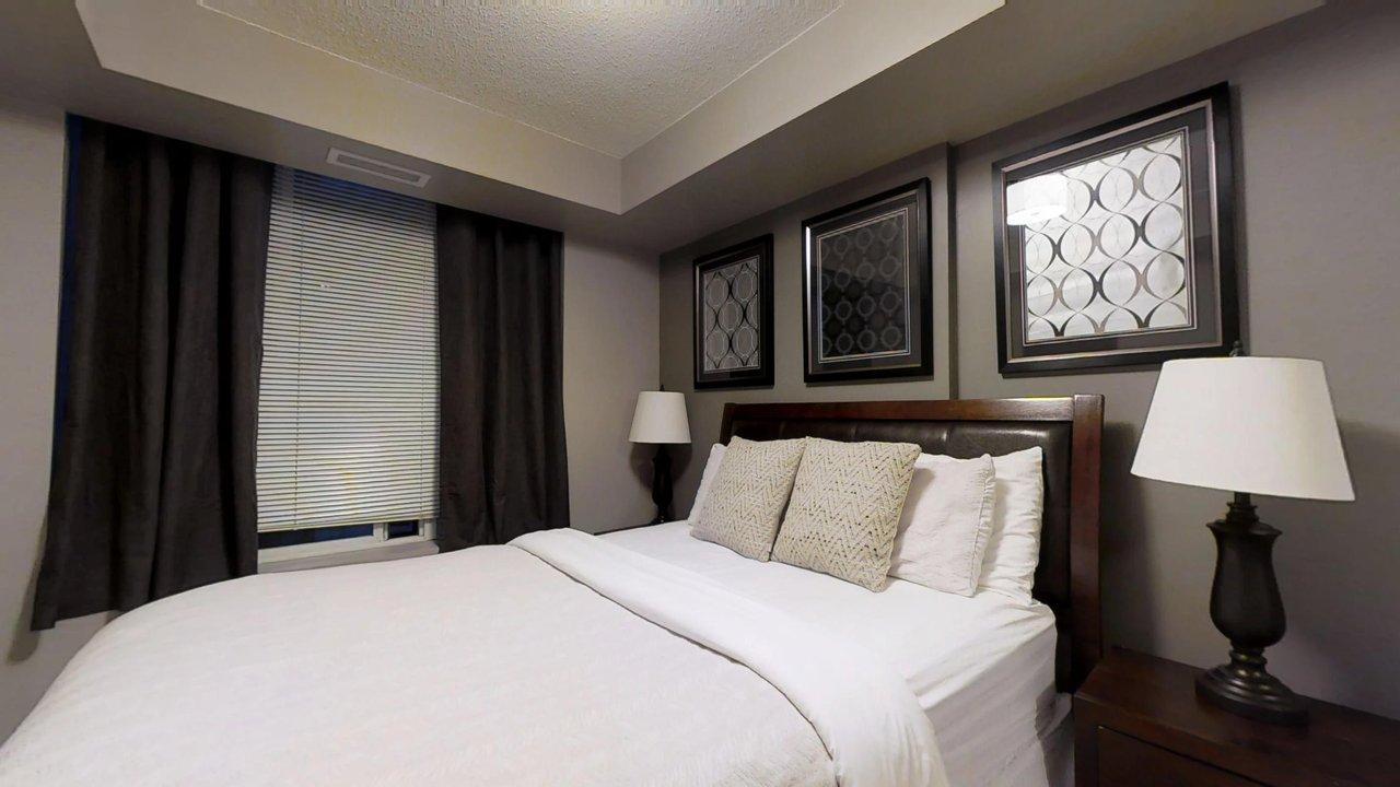 serviced apartments toronto University Plaza bedroom
