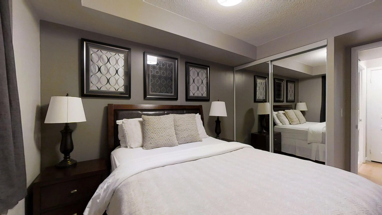 serviced apartments toronto University Plaza bedroom