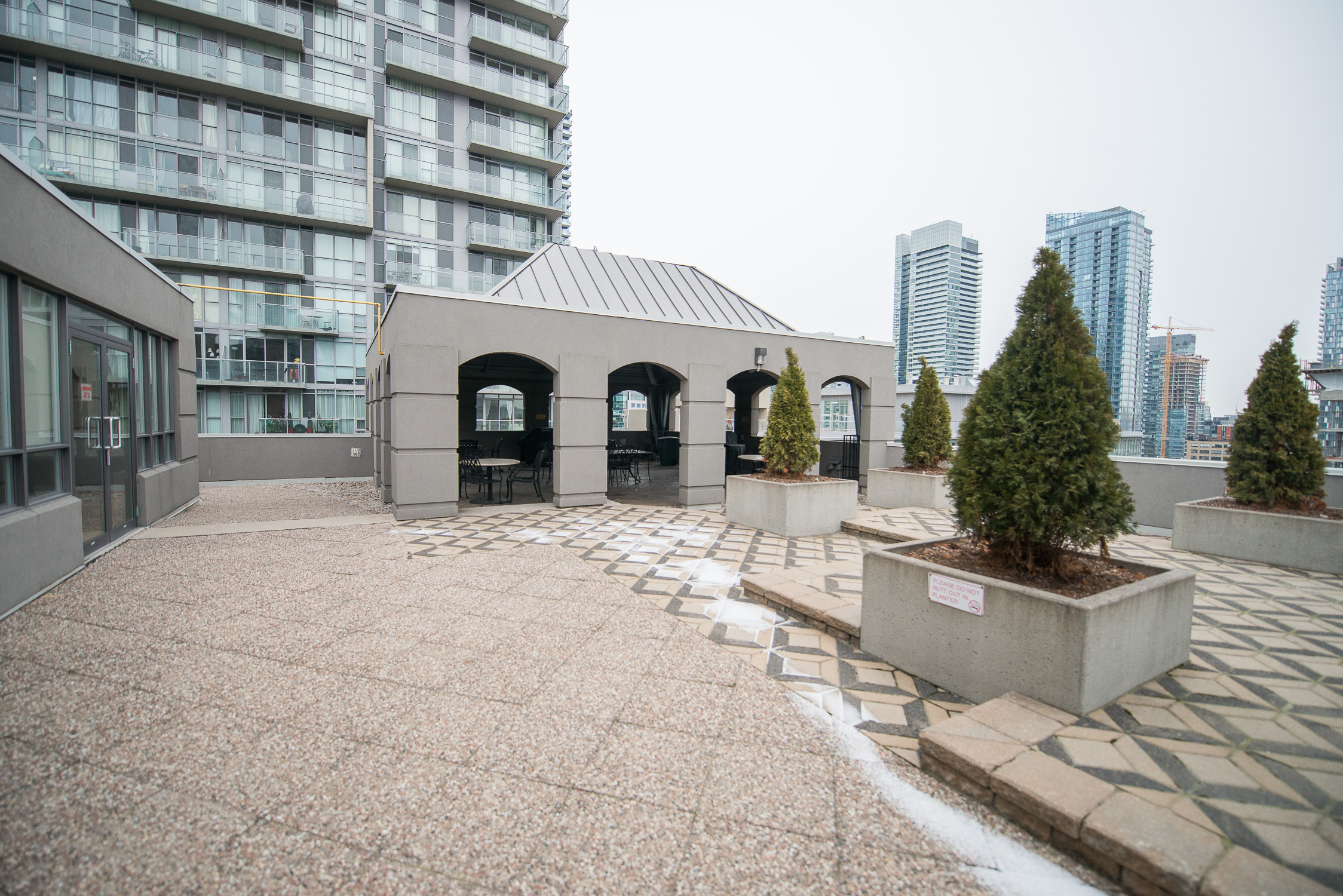 serviced apartments toronto University Plaza roof