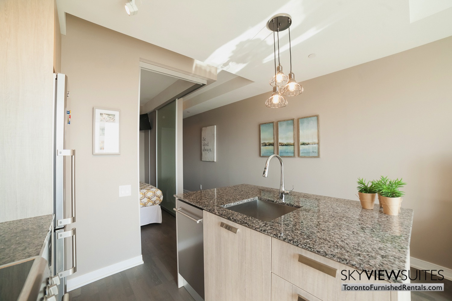 furnished-apartment- kitchen-bay-and-bloor