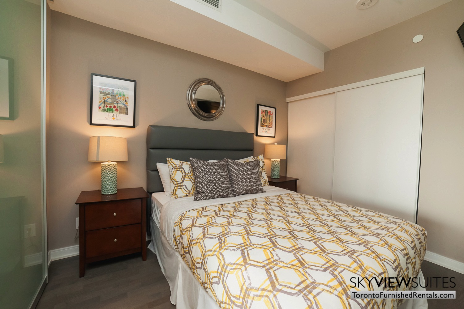 furnished-apartment- bedroom-bay-and-bloor