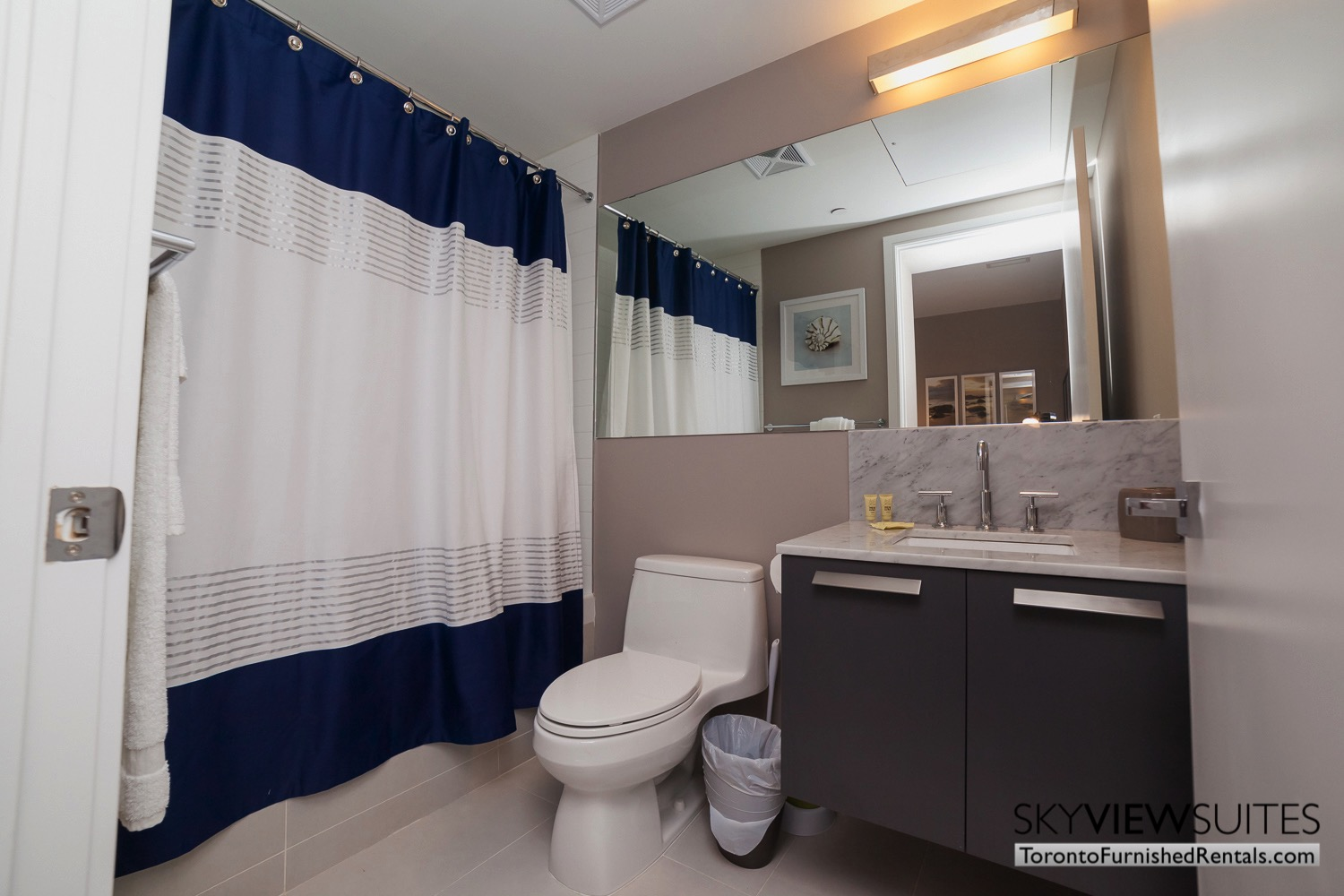 furnished-apartment- bathroom-bay-and-bloor