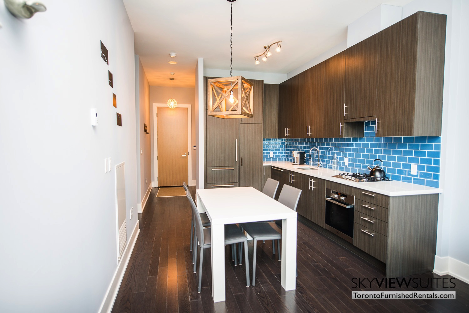 executive rentals toronto 39 Queens Quay kitchen dining table