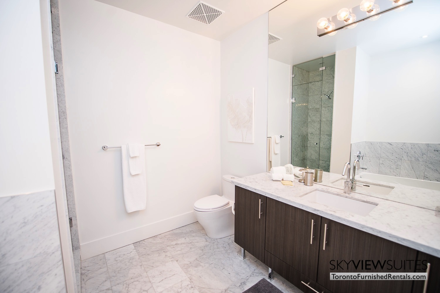 executive rentals toronto 39 Queens Quay bathroom