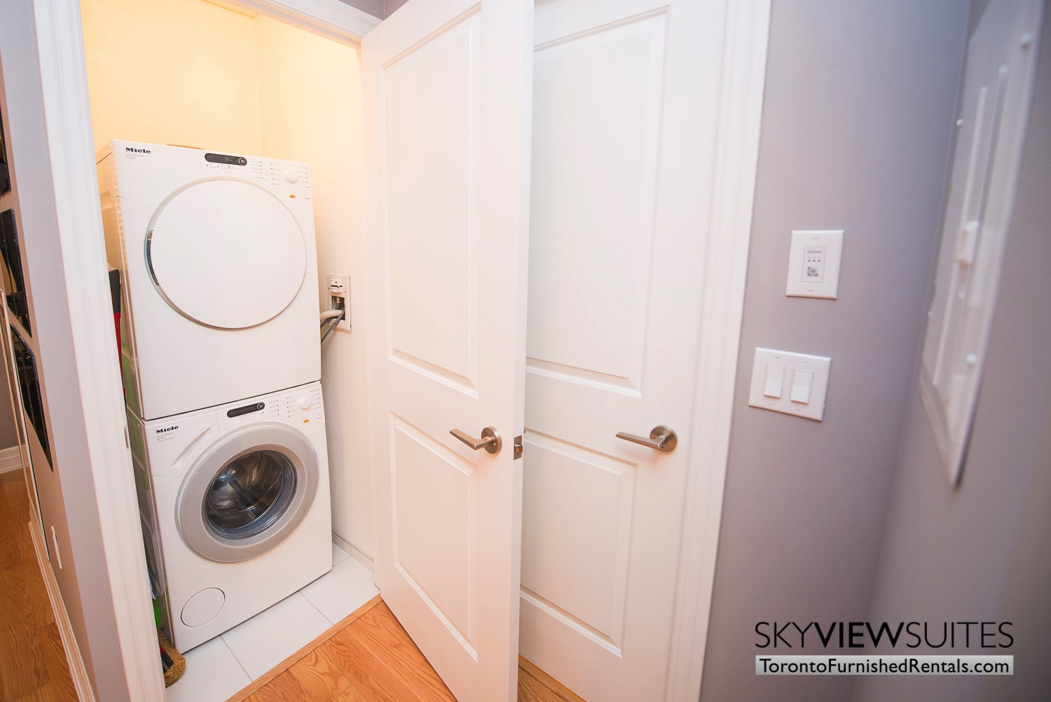 Yonge & Front serviced apartments toronto washer dryer en suite