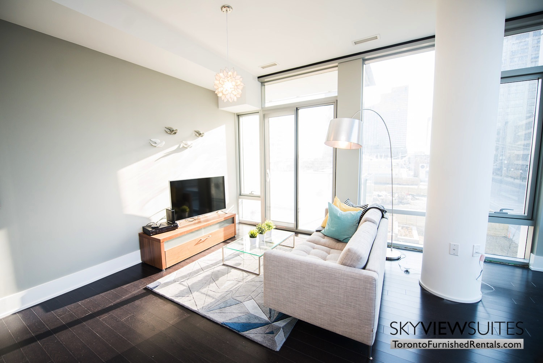 39 Queens Quay toronto corporate housing pillar and living room