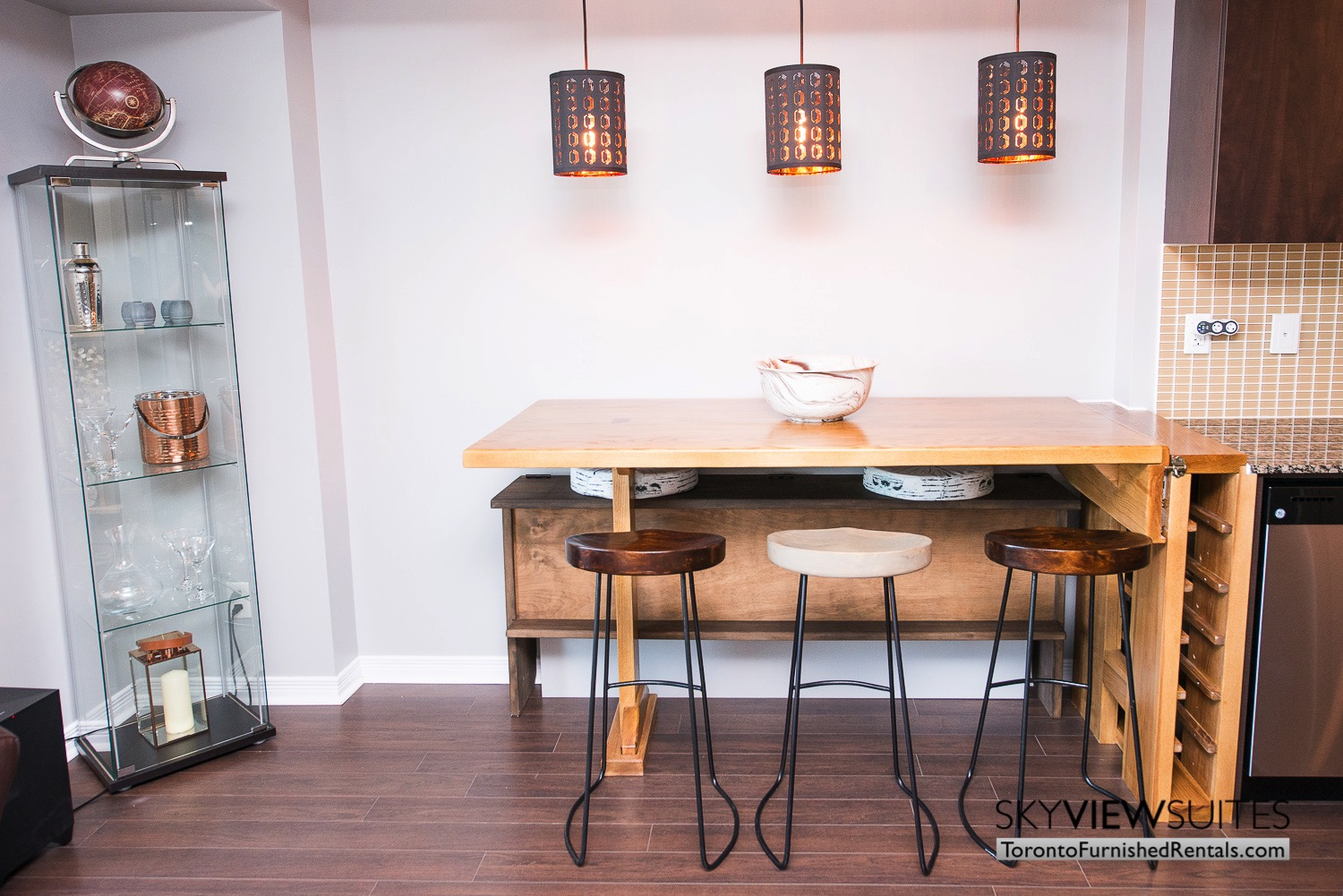 352 Front St. W., Toronto furnished rental dining room with barstools