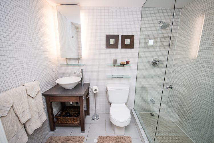 8 Colborne Street executive rentals toronto shower