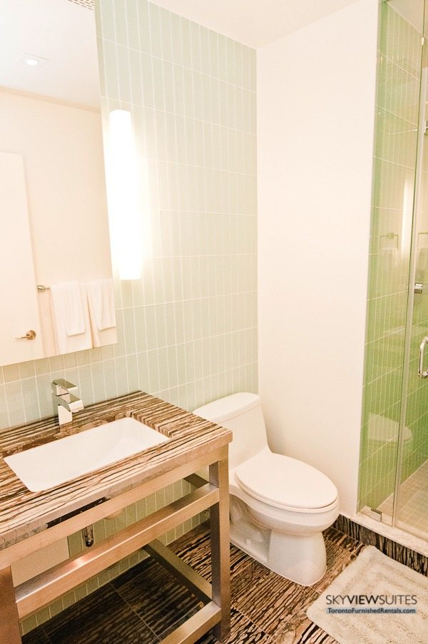 King and Spadina serviced apartments toronto bathroom